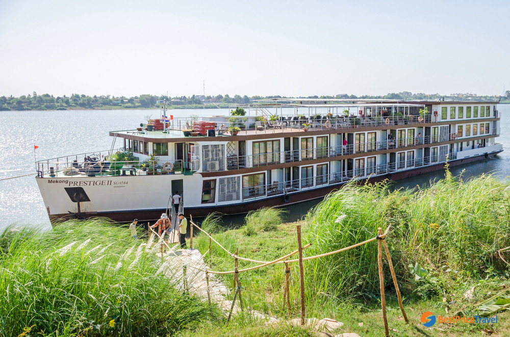 Mekong Cruise is the best way to reach Chong Koh island