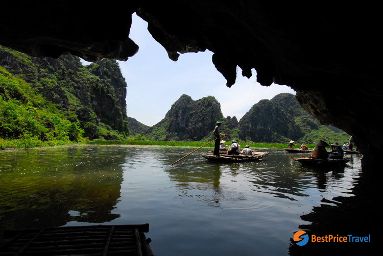 Bong Cave in Van Long