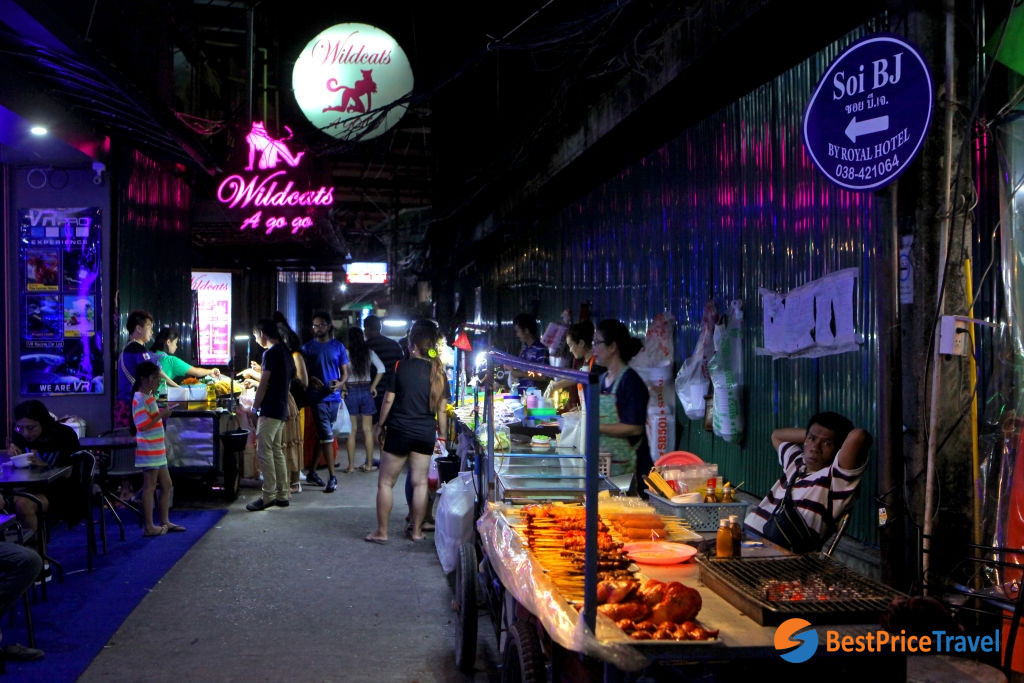 Food vendors at Pattaya walking street