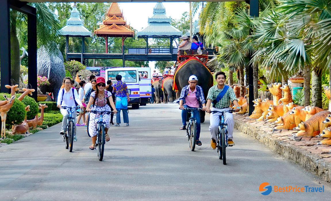 Cycling around Nong Nooch Tropical Garden