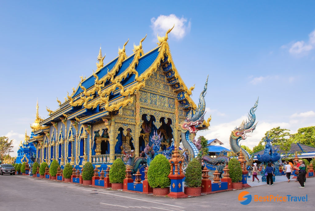 The stunning architecture of Wat Rong Seur Ten