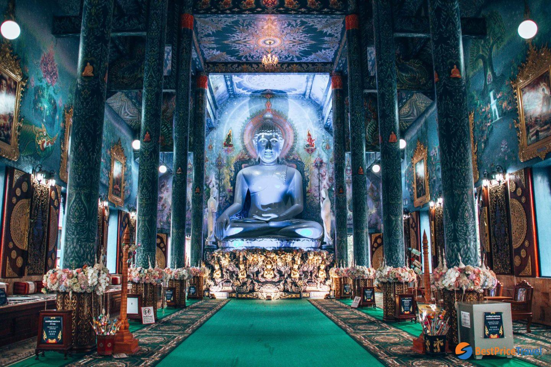 The interior of Wat Rong Seur Ten