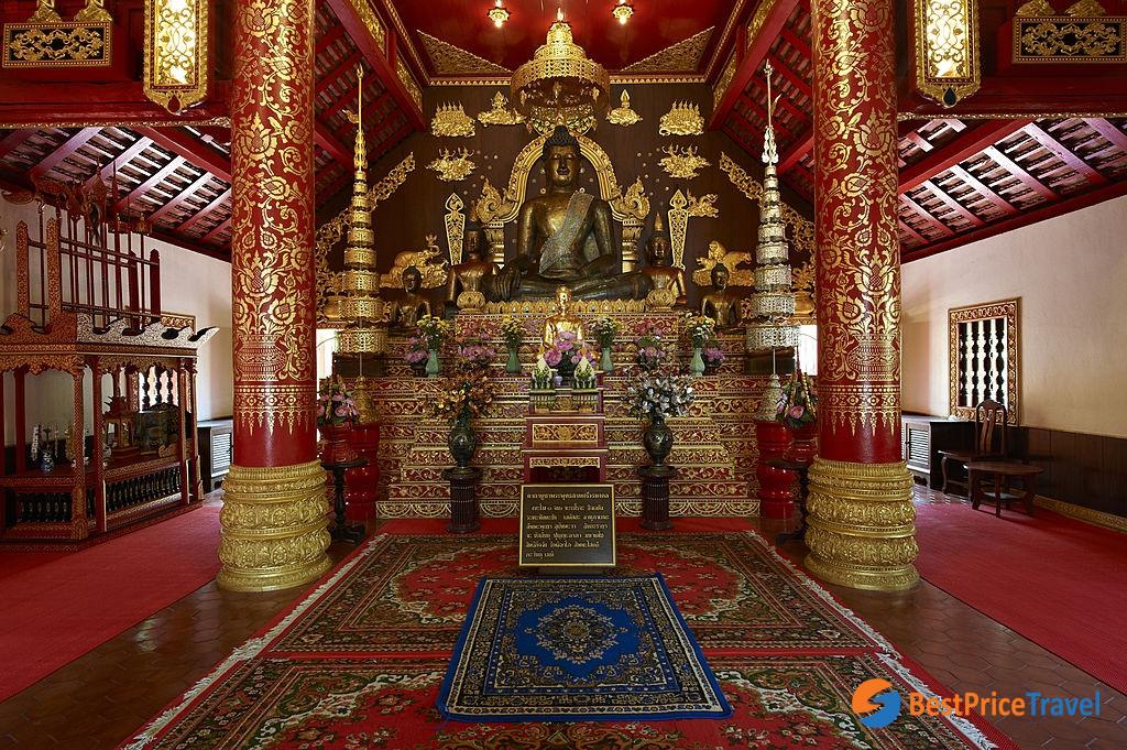 The inside of Wat Phra Kaew