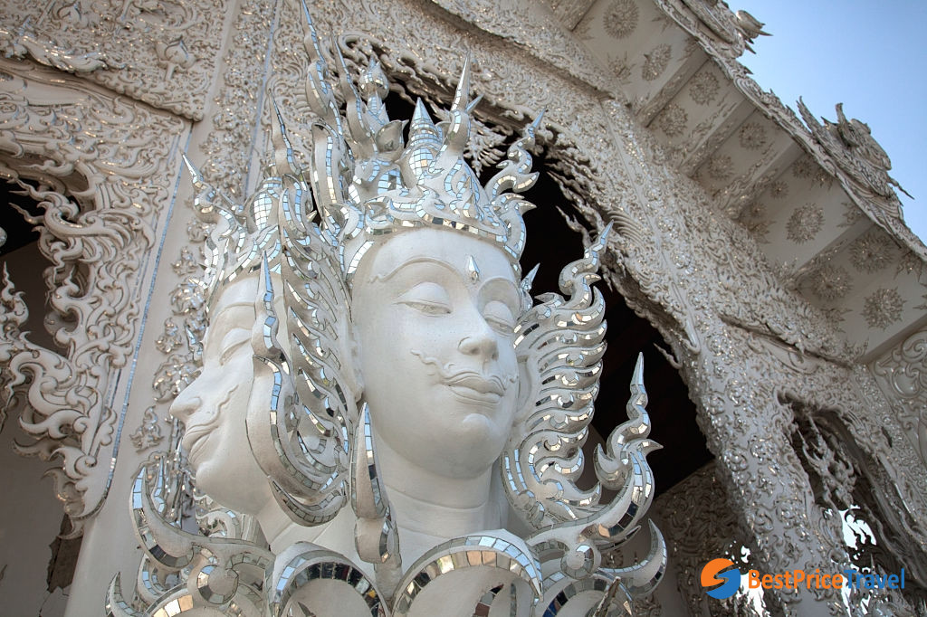 The stunning architecture at Wat Rong Khun