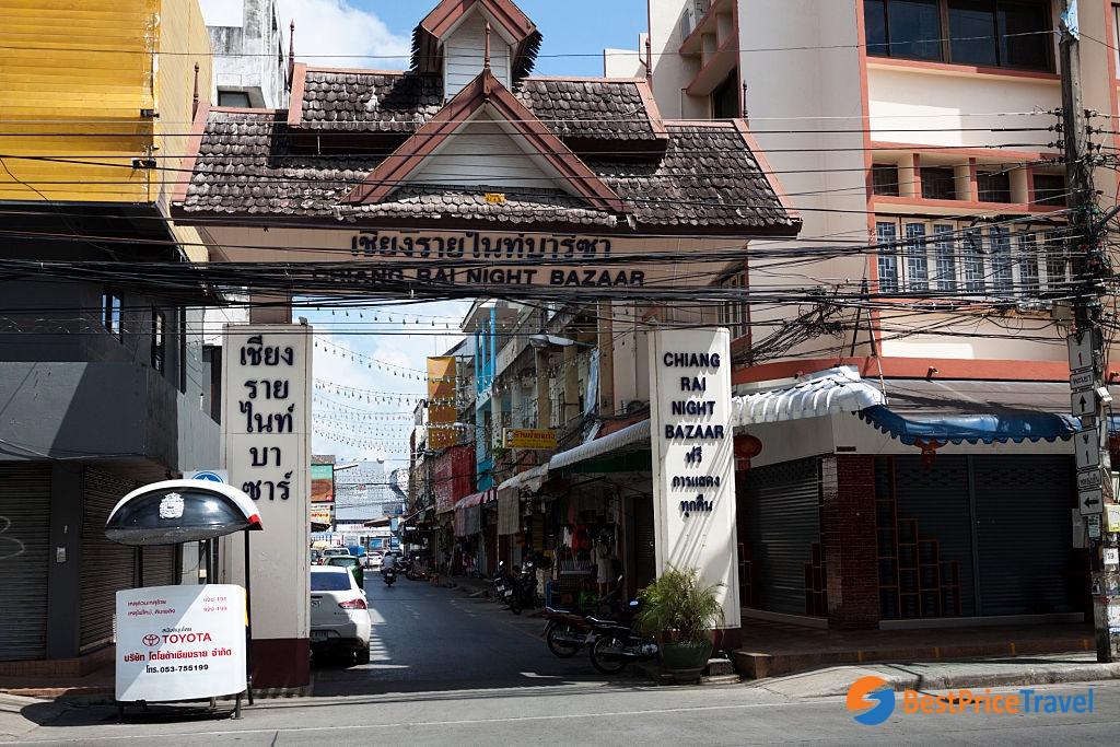 The entrance of Chiang Rai Night Bazaar