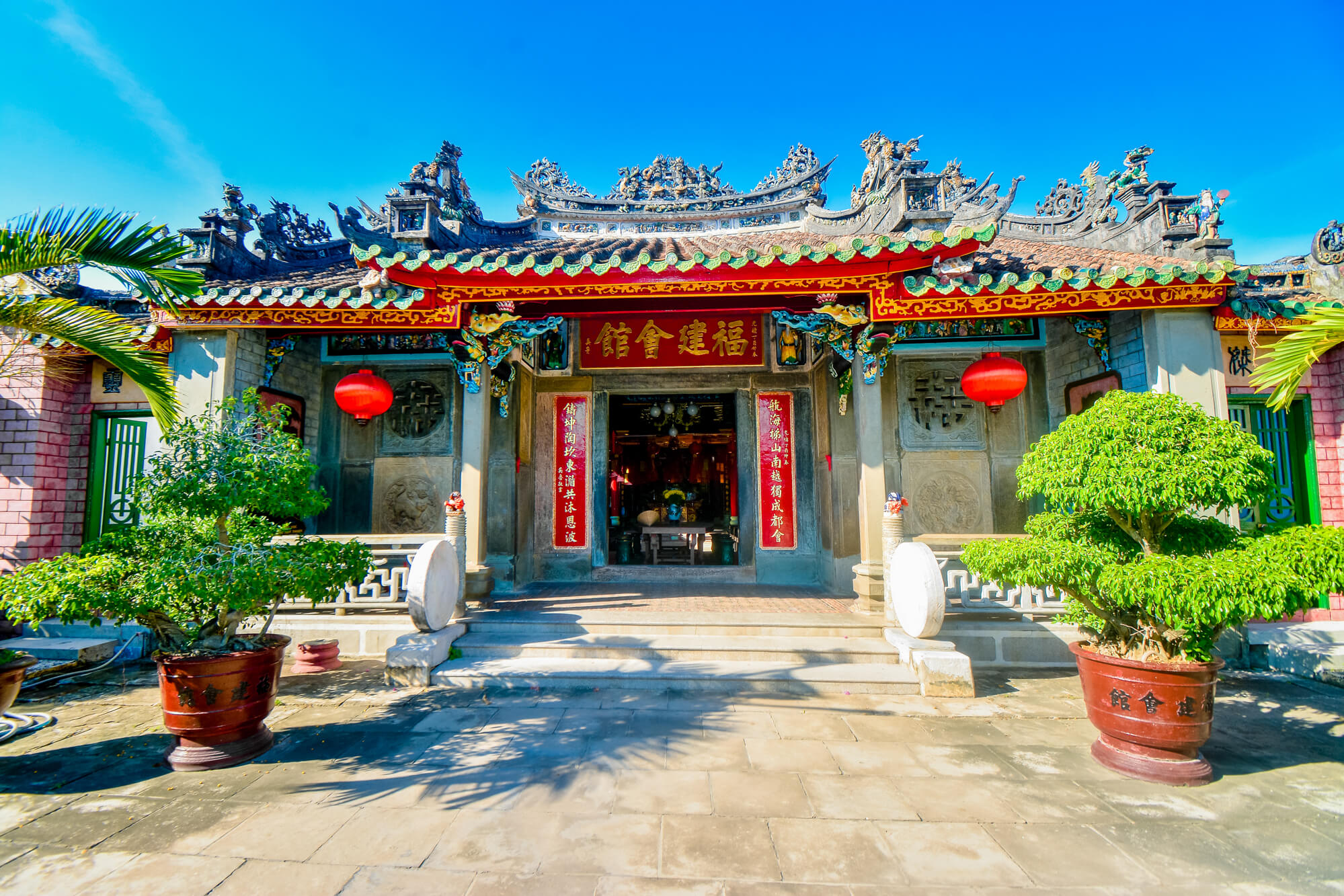 Spend time to visit as many Hoi An temples as you can