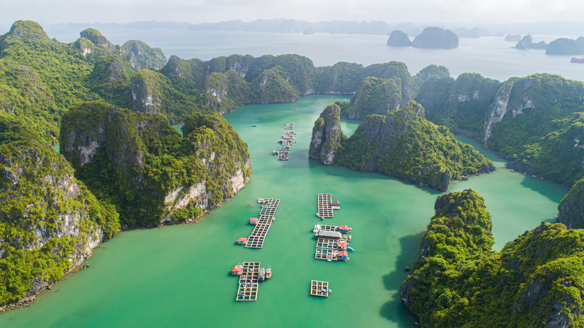 Floating Village which Cat Ba Island Cruise visit