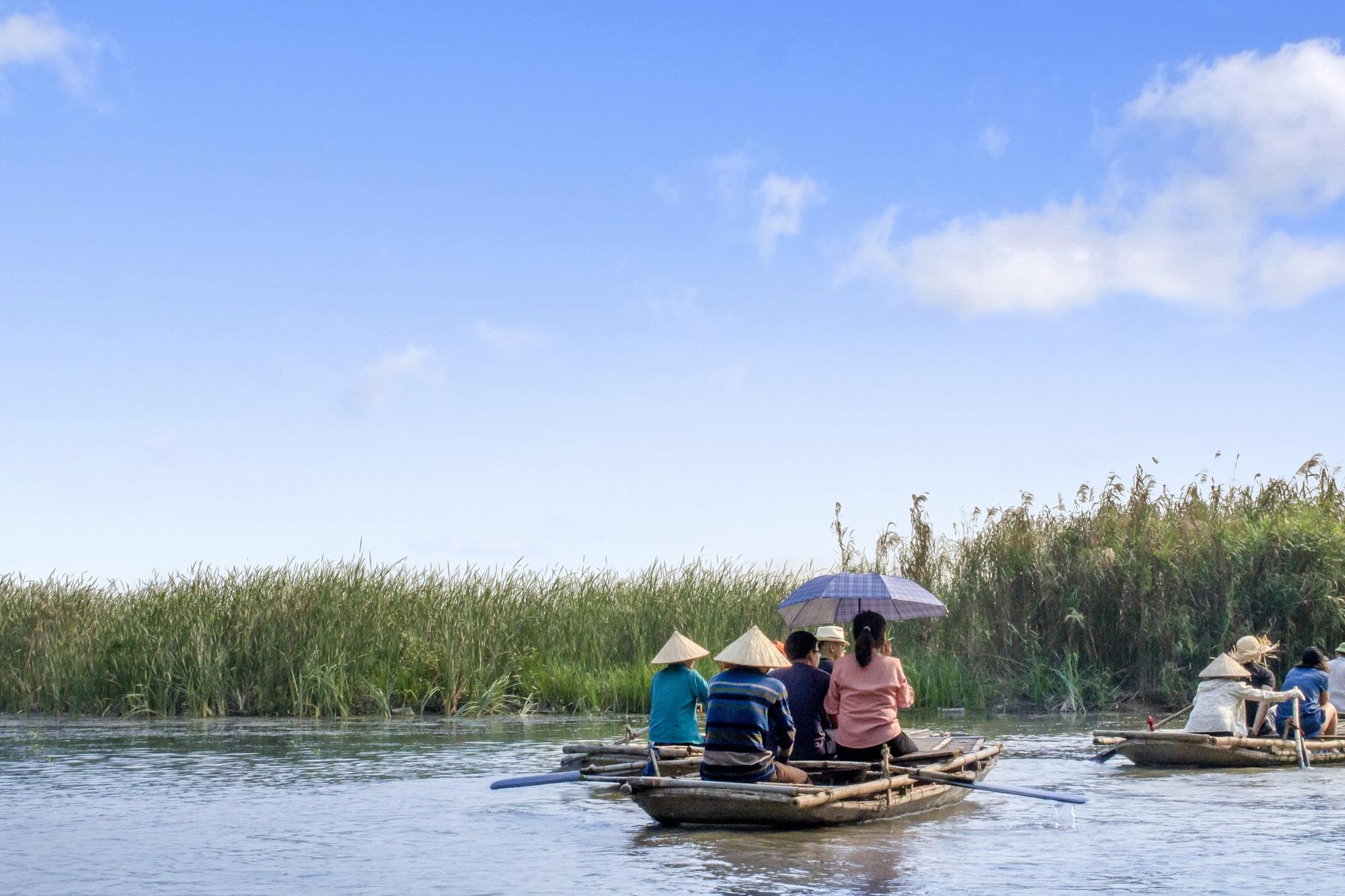 Boat trip in Van Long