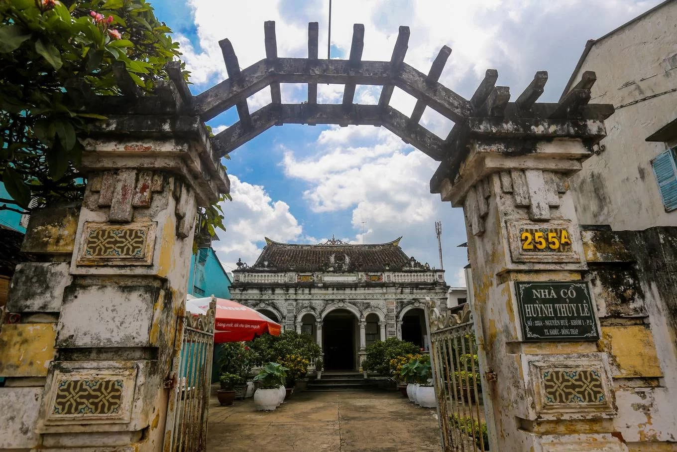 Overview of Huynh Thuy Le Ancient House