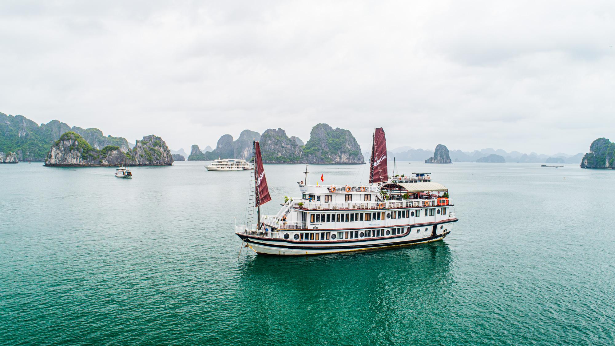 Swan Cruise - 3* Cruise in Halong Bay