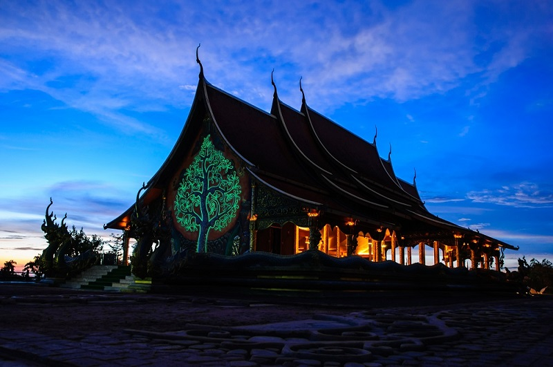 Phu Prao Temple ay night