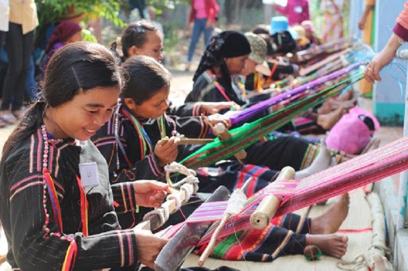 Weaving Brocade Supan village