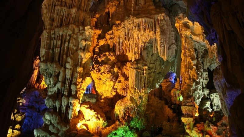 Amazing inside Thien Cung Cave