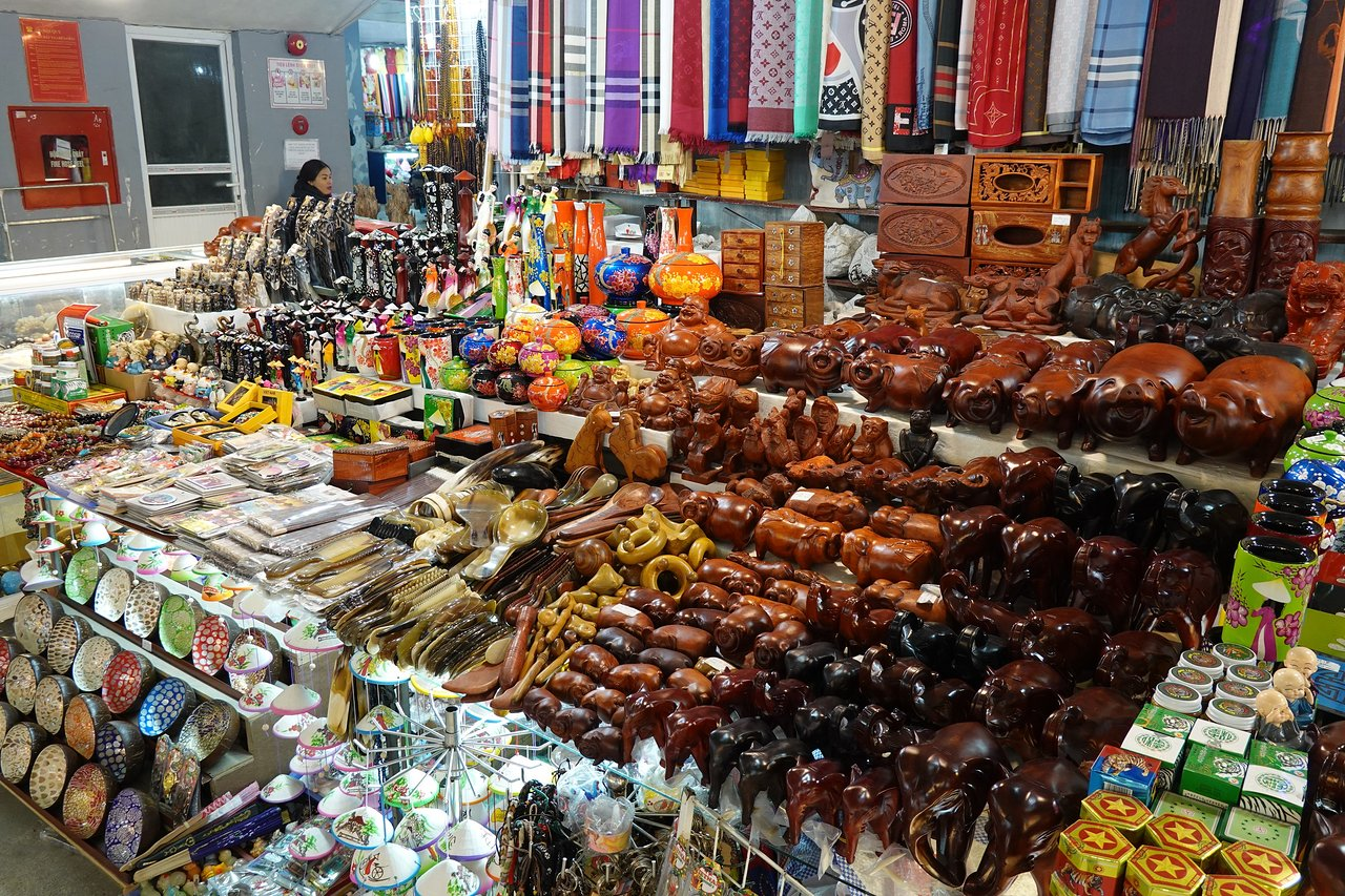 Go shopping at Halong Night Market