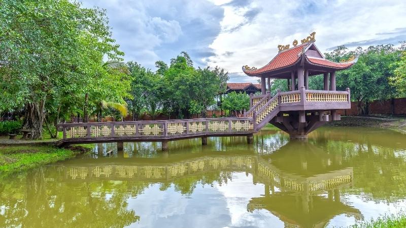 Surrounding One Pillar Pagoda