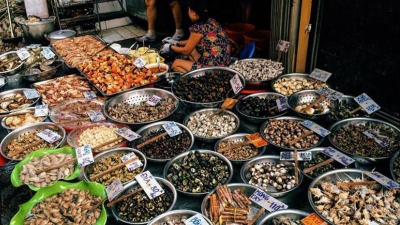 Fresh seafood in Cat Ba Market