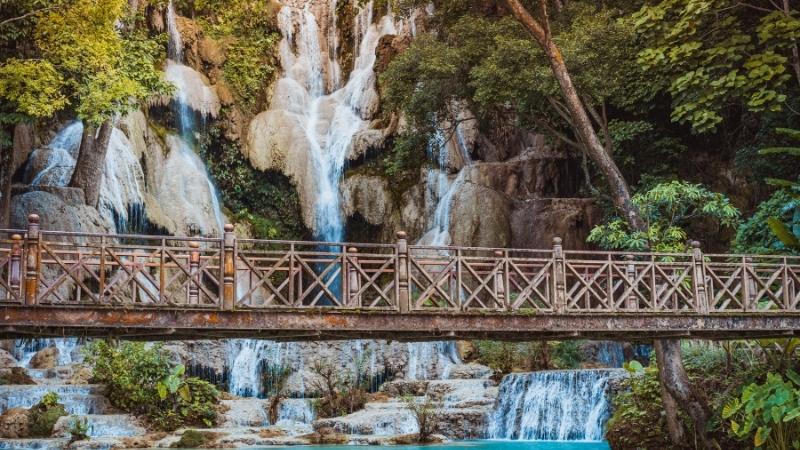 The wooden footbridge in Kuang Si Falls