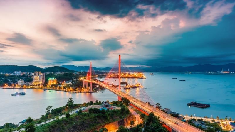Amazing sun set at Bai Chay Bridge