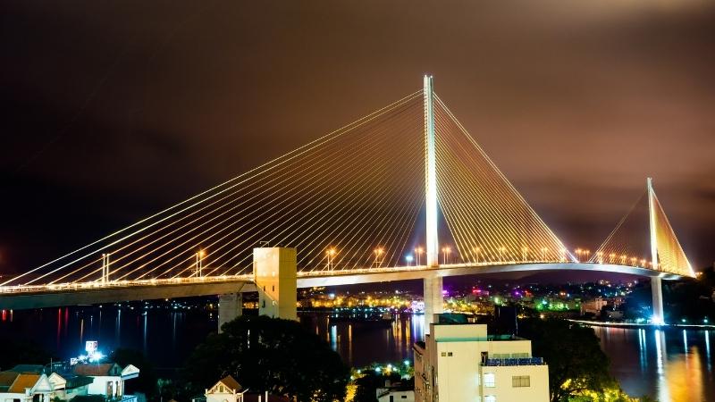 Bai Chay Bridge at night