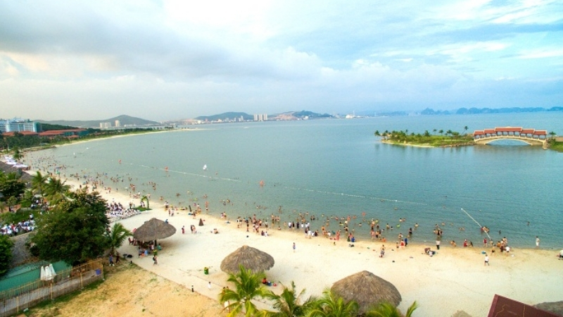 Summer is most crowded time in Tuan Chau Beach
