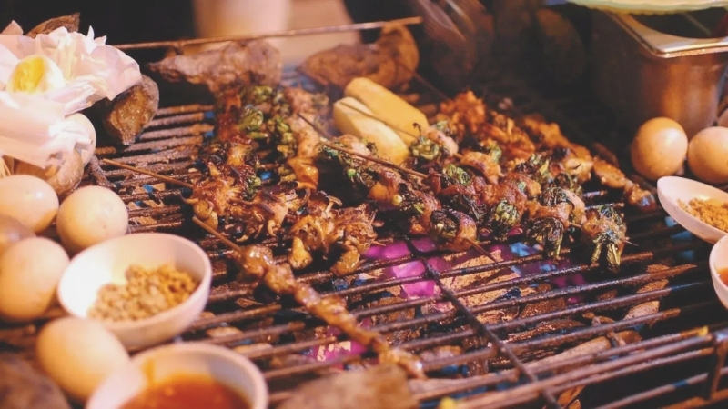 Taste local street food in Sapa night market