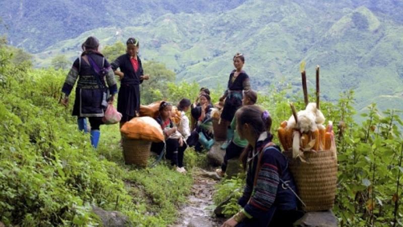 Trekking to Sa Seng Village