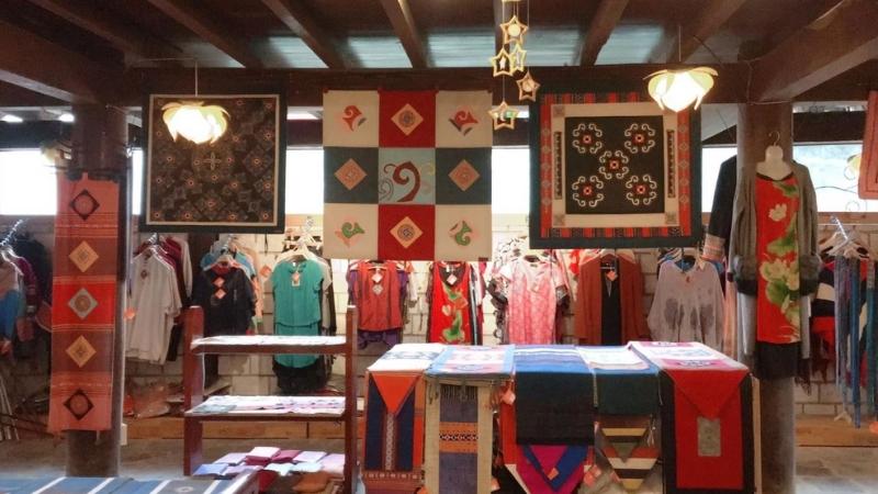 Souvenirs shop in Sapa culture museum