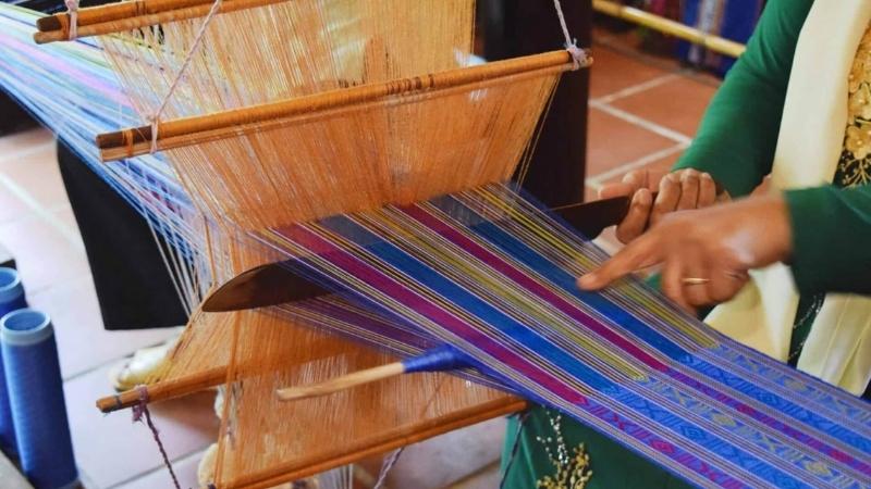 Learn process making silk