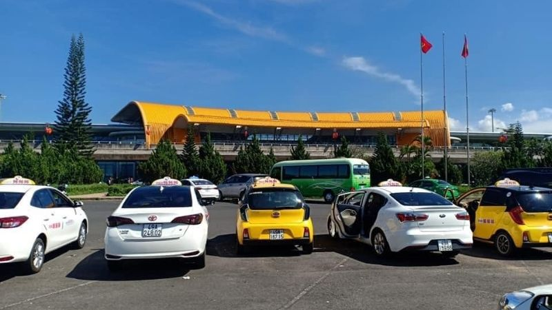 Transfer by taxi from Lien Khuong Airport to city