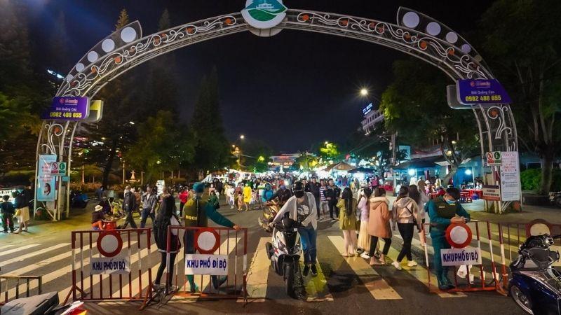 Get to Da Lat night market