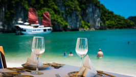 Top 25 Fabulous Things to Do in Halong Bay [Never Miss]