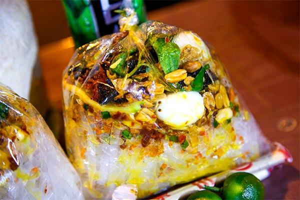 ¨Bánh tráng trộn¨ in plastic bag