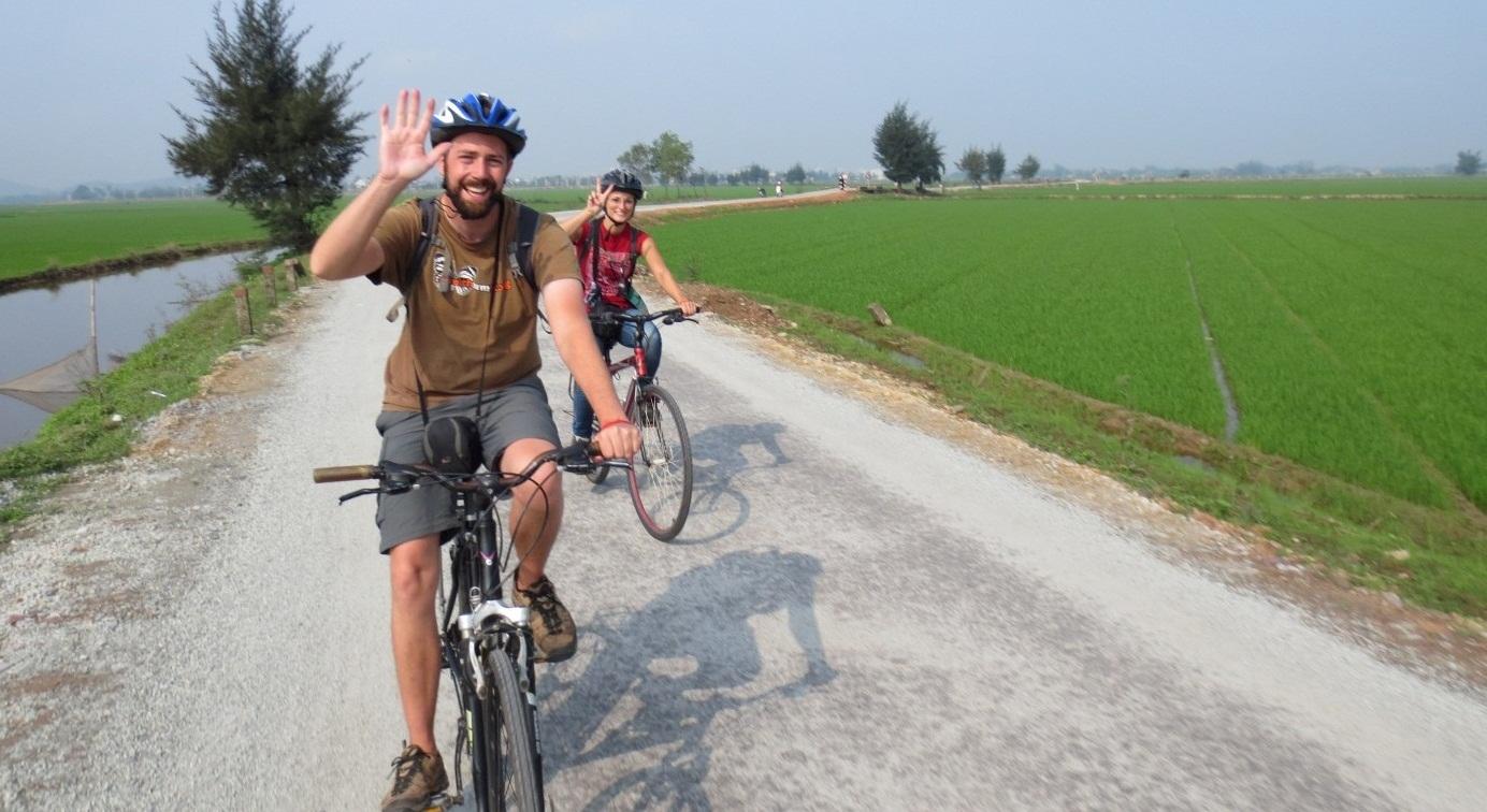 Biking tour to Hanoi's suburb