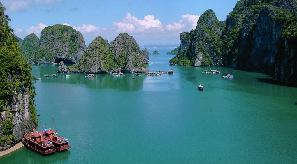 Magnificent scene of Halong Bay