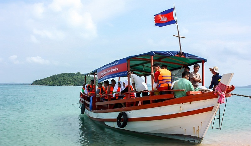 Boat trip to visit nearby islands.