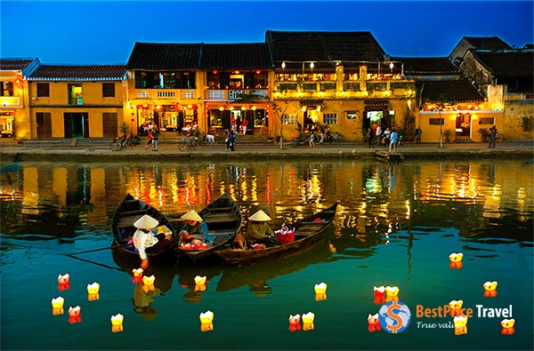 Night boating in Hoi An