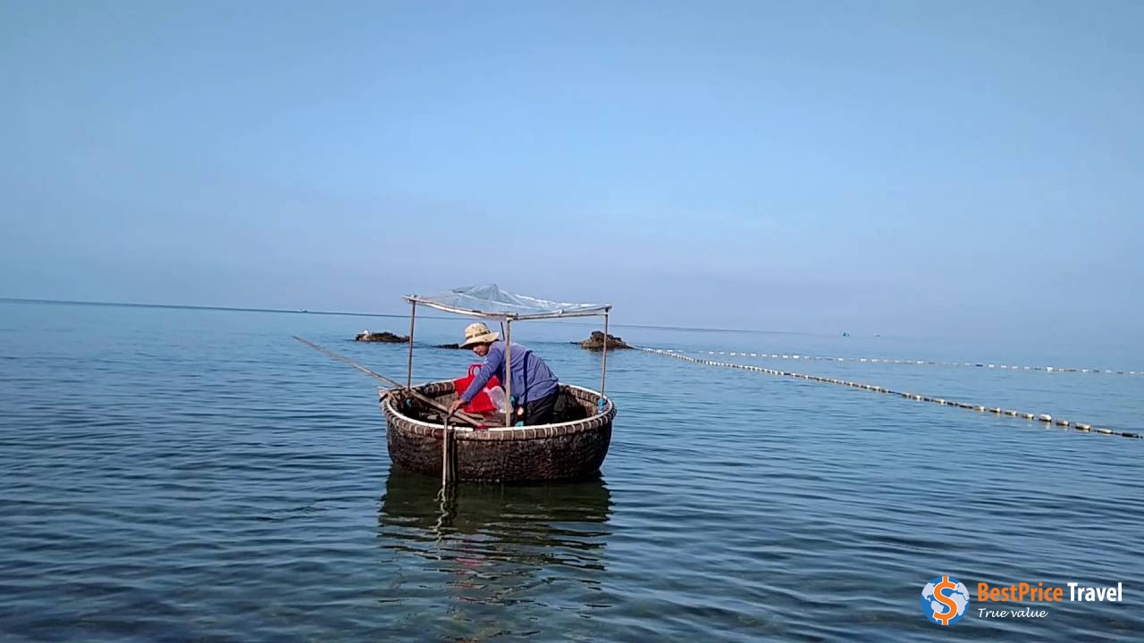 basket boats to catch the meal of the day - Vietnam Boat Trip
