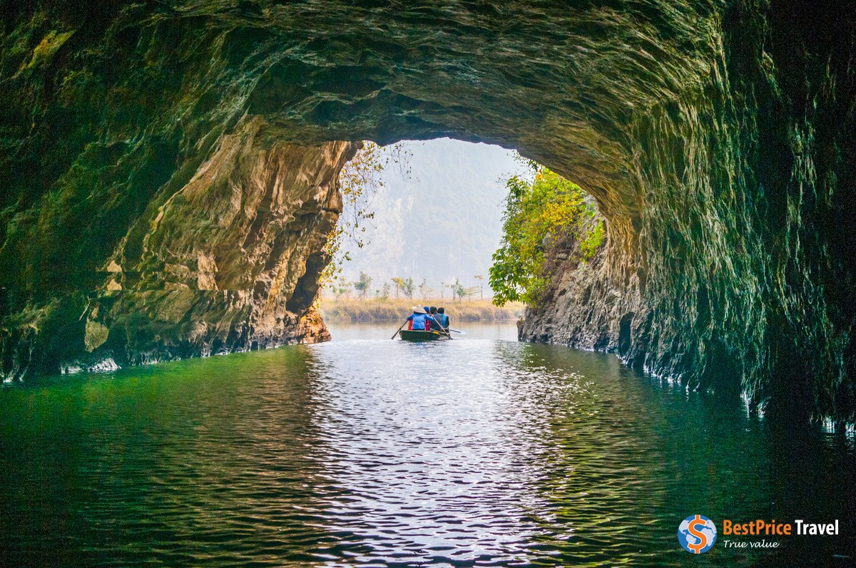 Rowing through Trang An Cave - Vietnam Boat Trip