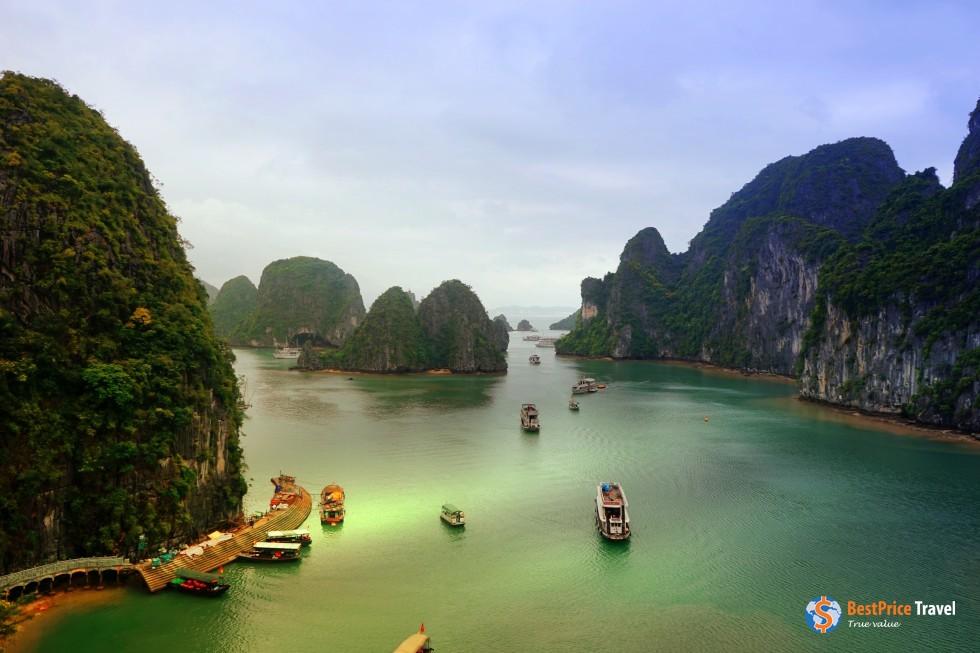 The epic landscape of Halong Bay - Vietnam Boat Trip