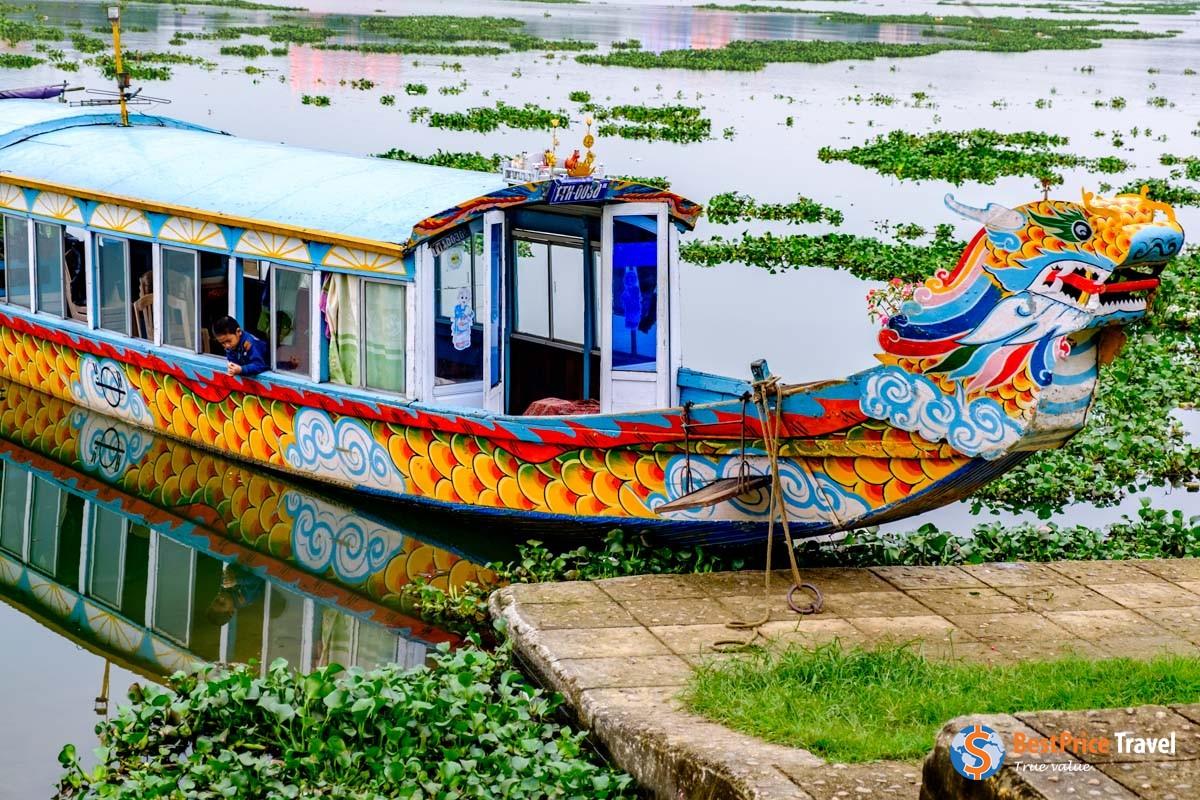 Dragon boats - Vietnam Boat Trip