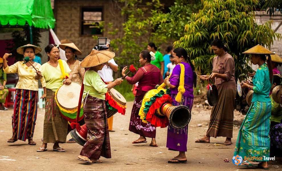 Burmese traditional costumes - best things to buy in Myanmar