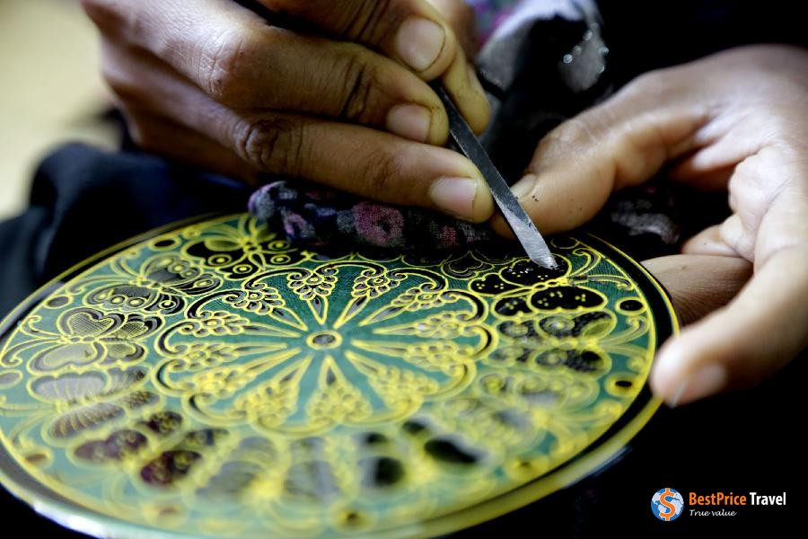 The lacquer painting - a best gift to buy in myanmar