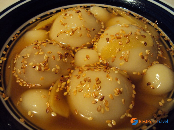 Hot Rice Ball Sweet Soup - Must-Try Vietnamese Food