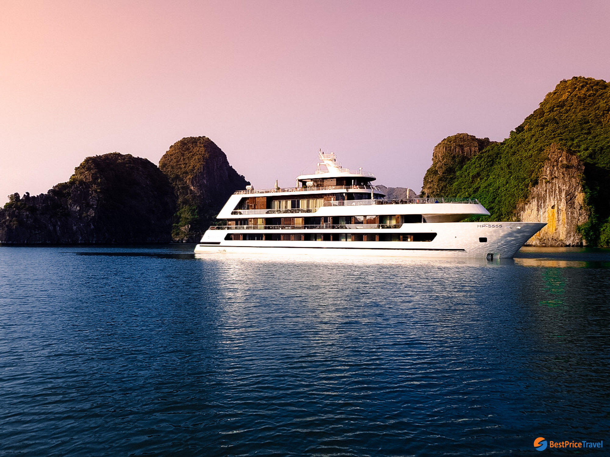 Cruise in Halong Bay -  Thing to do in Vietnam Christmas