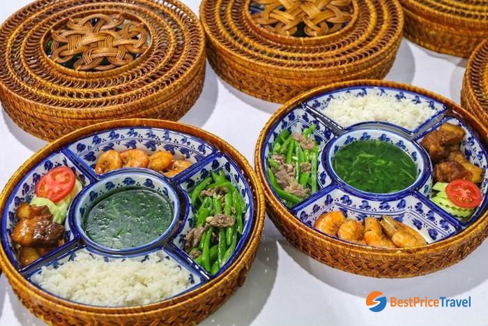 Simple lunch sets for reporters during Hanoi Summit