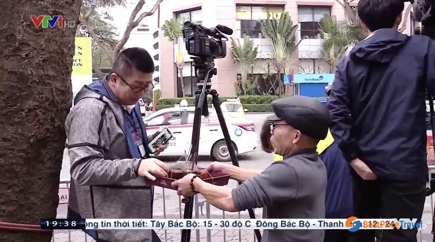 Hanoians gives international reporter free ice tea