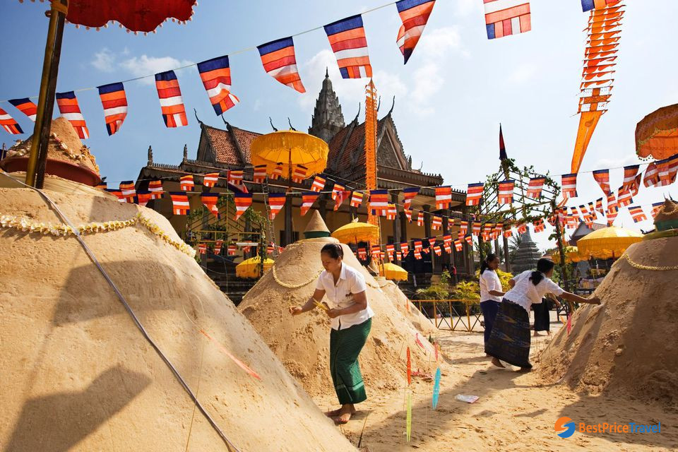 Sand stupas offered to shrines