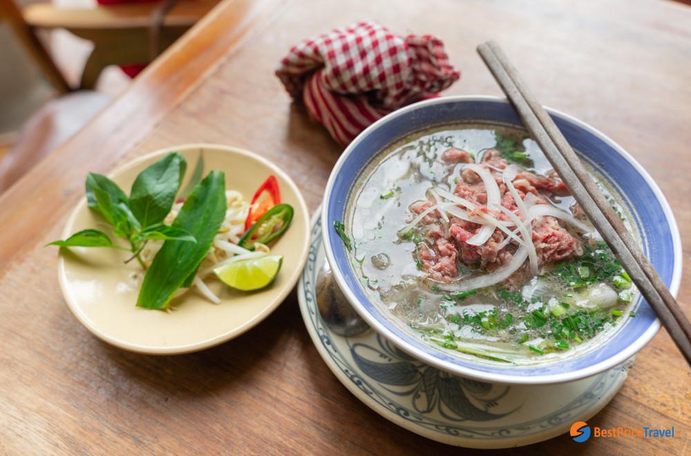Pho Bò Hanoi (Beaf pho noodle soup)