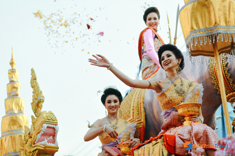 Thai women in their traditional costumes