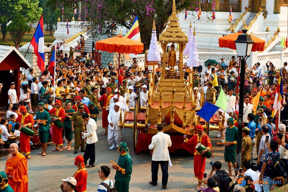 Laos Boun Pi Mai Festival - best time to visit laos